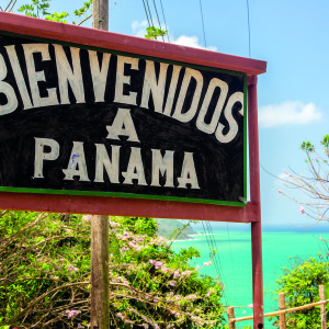 Welcome to Panama sign on the border with Colombia