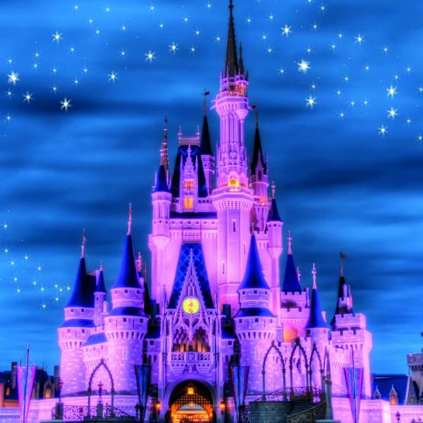 Disneyland-castle-night-lights-stars-purple-style_2560x1440